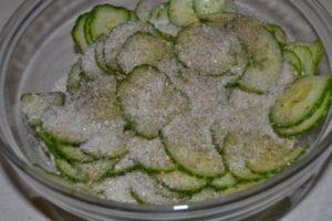 Grandeller med gran-agurkesalat