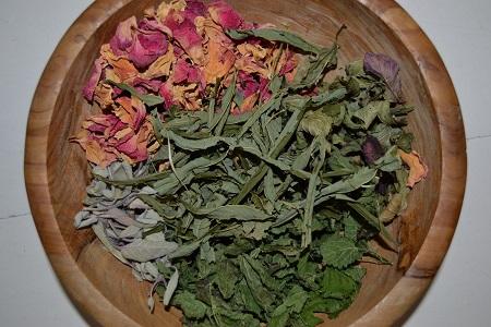 Tid til urtete… din egen vilde blanding, naturligvis!